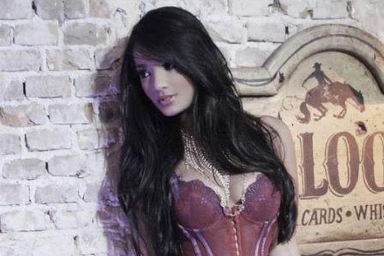 Conheça a nova bailarina do Faustão, Karine Guzman