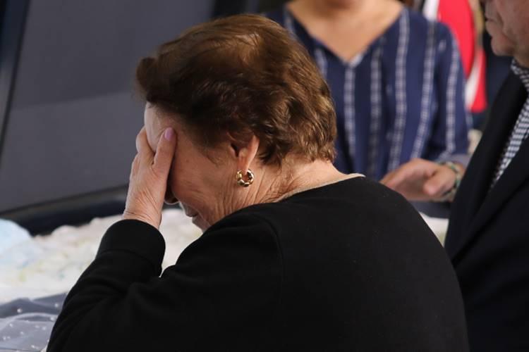 Mãe de Gugu, Dona Maria do Céu deixa objeto dentro da urna do caixão do filho; Confira