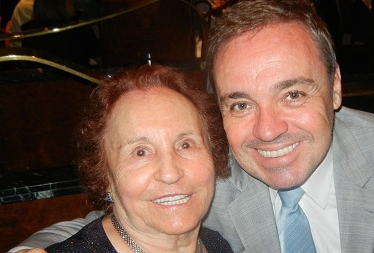 Mãe de Gugu Liberato é homenageada por doar órgãos do apresentador