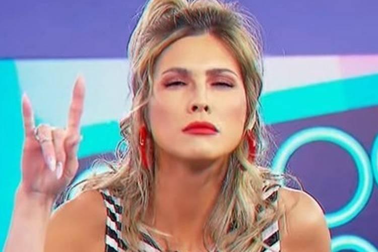 Lívia Andrade filma cobra e fãs apontam indireta para desafeto