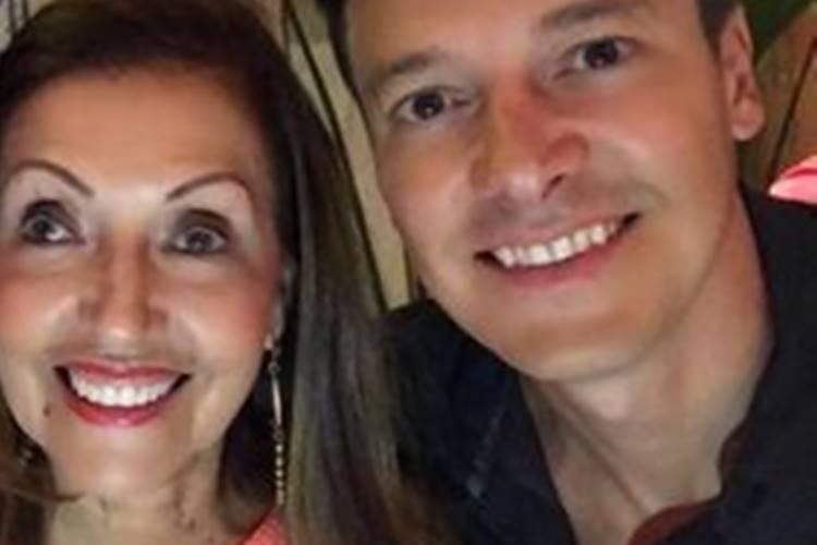 """Ao postar clique raro, Rodrigo Faro parabeniza mãe e faz declaração: """"Mulher forte"""""""