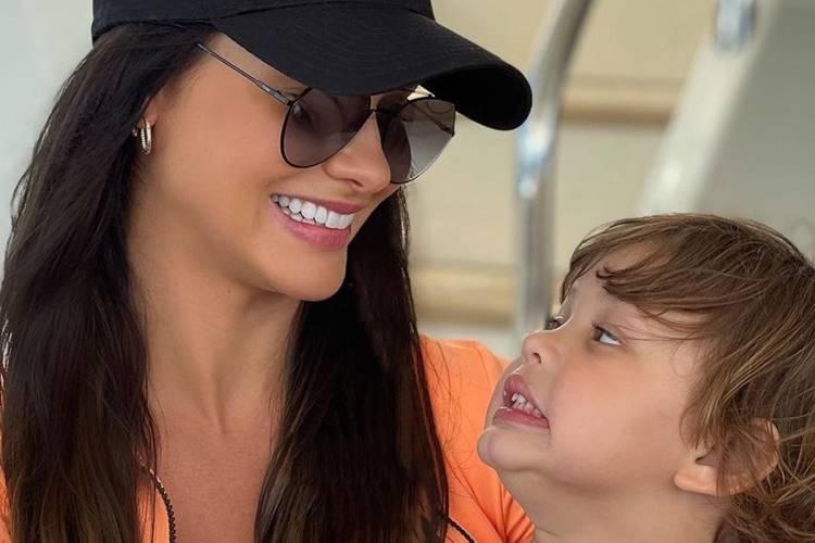 Após suposta volta com Gusttavo Lima, Andressa Suita se declara ao filho do casal
