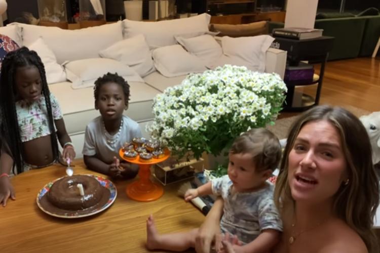 Giovanna Ewbank e família foto reprodução canal do youtube